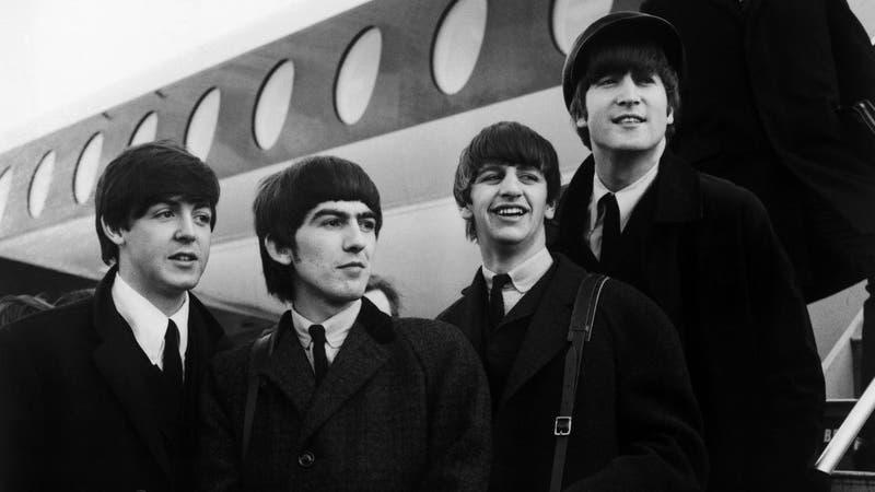 """""""Toquen Strawberry Fields Forever"""": El recuerdo de McCartney y Starr por el asesinato de John Lennon"""