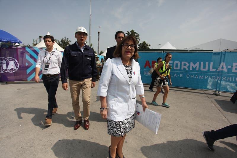 """Rosa Oyarce surge como carta oficialista para gobernación metropolitana: """"Mi nombre está en la mesa"""""""