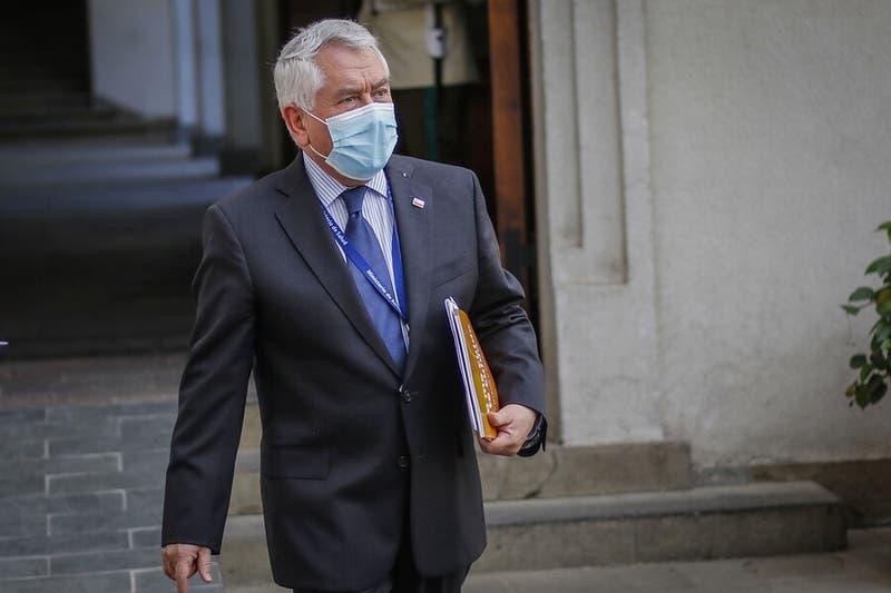 Ministro Paris aclara que cada hospital escogerá al personal de salud que quiera vacunar primero