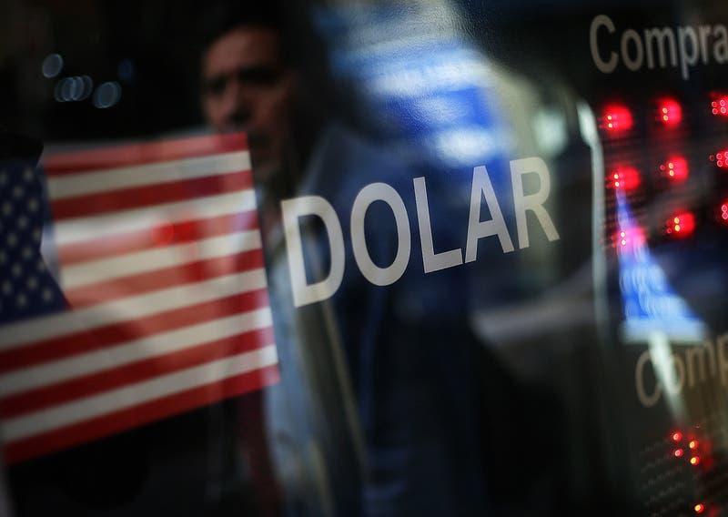 Dólar en Chile abre la semana con fuerte alza ante nueva cepa de coronavirus