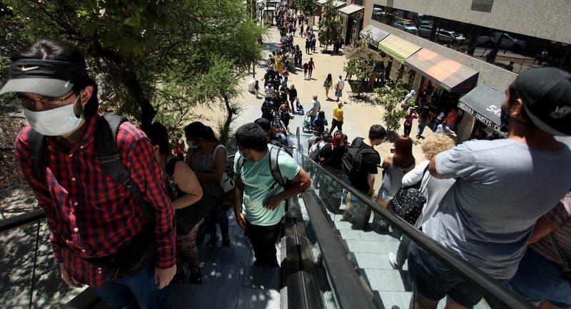 """Matthei por aglomeraciones: """"Muchos no se atreven a ir a trabajar, sin embargo al mall van"""""""