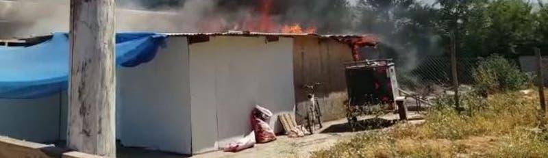 Carabinero rescata a madre e hija de incendio en su casa