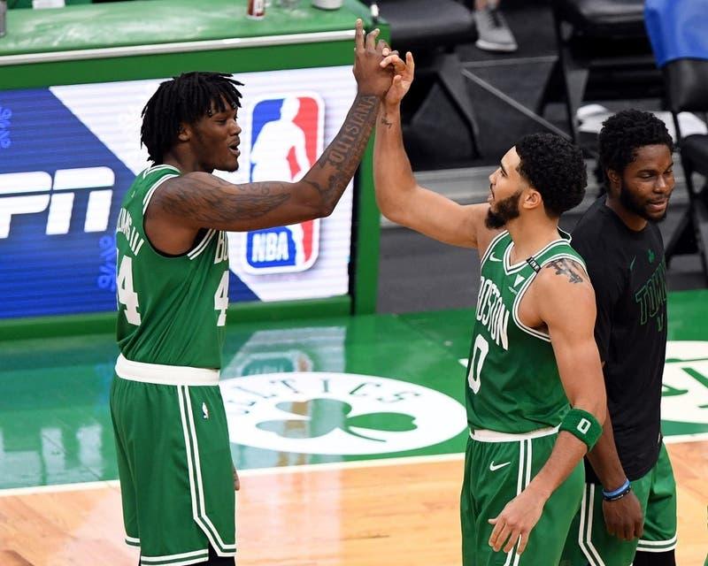 Con un triple sobre el final, los Celtics vencen a los Bucks en debut de nueva temporada de la NBA