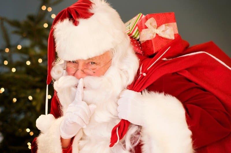 Viejo Pascuero anónimo regaló tarjetas de Navidad y giftcards por 140 mil pesos a familias en Canadá
