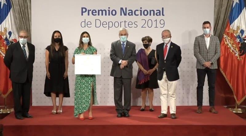 Piñera entrega Premio Nacional del Deporte a Francisca Crovetto