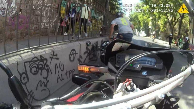 """[VIDEO] """"Los motoclock"""": fenómeno delictual se toma las calles"""