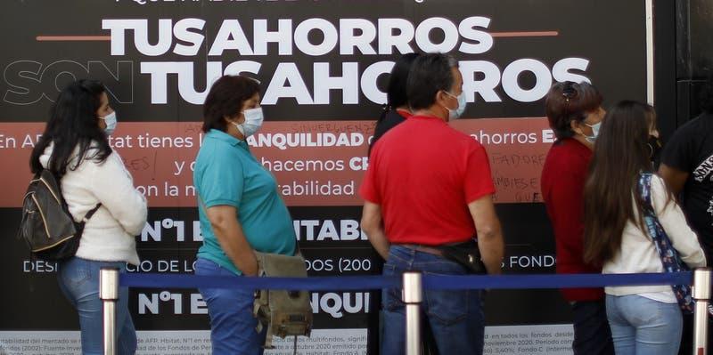 Pulso Ciudadano: 64% aprueba proyecto de tercer retiro de AFP y 51% rechaza fallo del TC