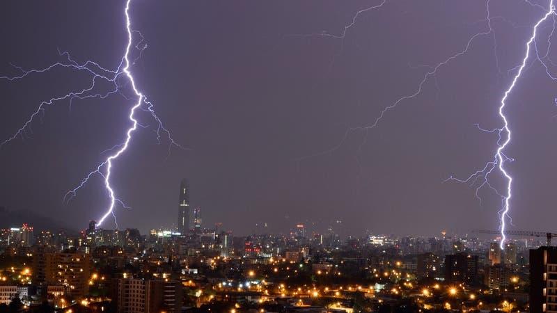 Meteorología emite aviso por tormentas eléctricas para siete regiones del país