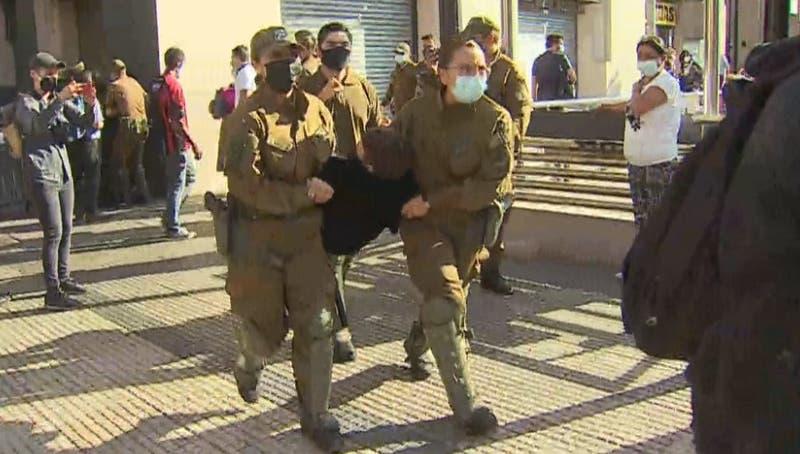 Prueba de Transición: Estudiantes de ACES realizan manifestación frente al Mineduc