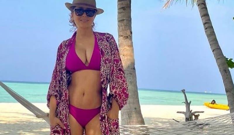 Salma Hayek inaugura su 2021 con espectacular selfie en bikini