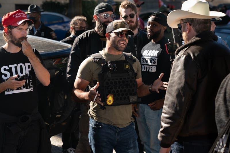 Detienen a lider de grupo ultraderechista de Estados Unidos por desórdenes en protesta