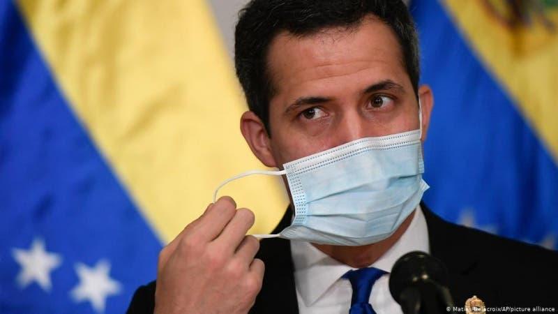 Venezuela: Guaidó y chavistas instalan parlamentos paralelos