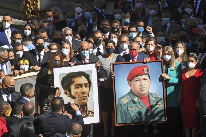 Chavismo toma el control de la nueva Asamblea Nacional en Venezuela y Chile desconoce su legitimidad