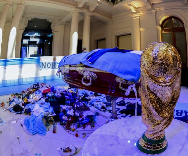 """""""Lo compartimos toda la vida"""": Los descargos de Gianinna por el corto velorio de Diego Maradona"""