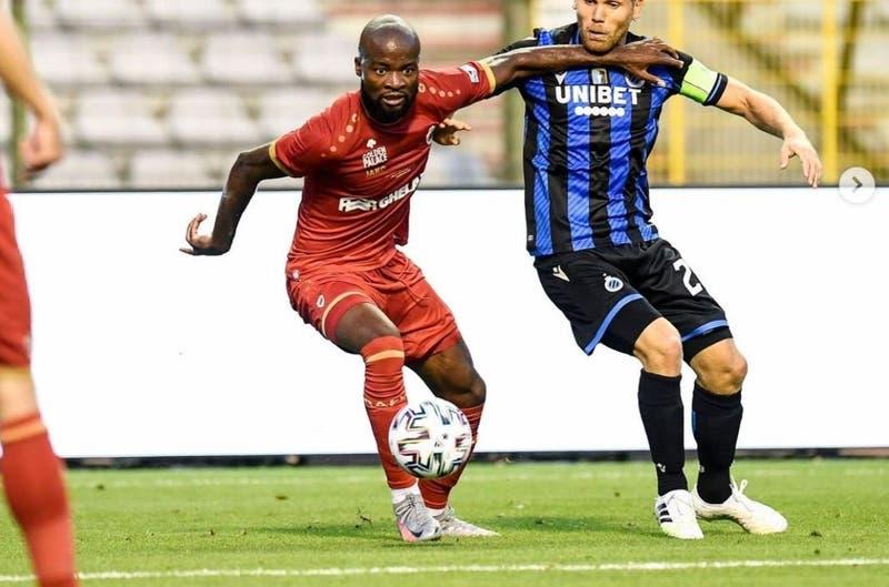 Bélgica: futbolista llega a entrenar con la camiseta del rival
