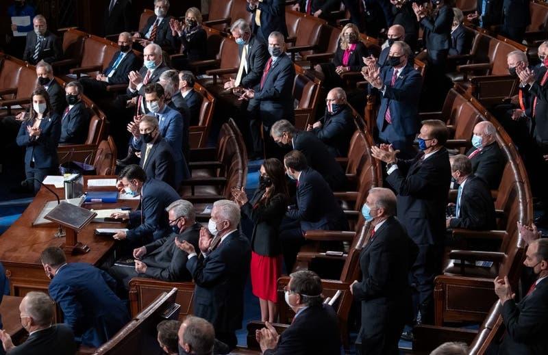 Legisladores objetan victoria de Biden en Arizona, retrasando la certificación de resultados