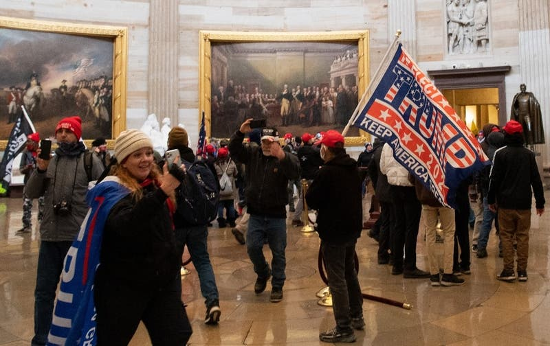 """The Washigton Post afirma que Donald Trump """"debería ser removido"""" tras asalto al Capitolio"""