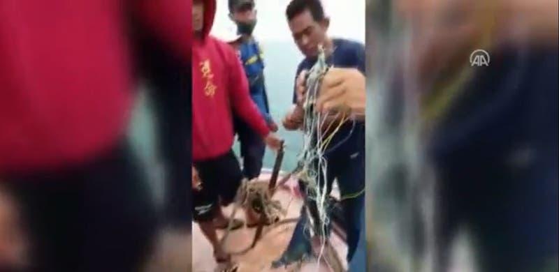 Reportan hallazgo de posibles restos de avión que desapareció con 50 pasajeros en Indonesia