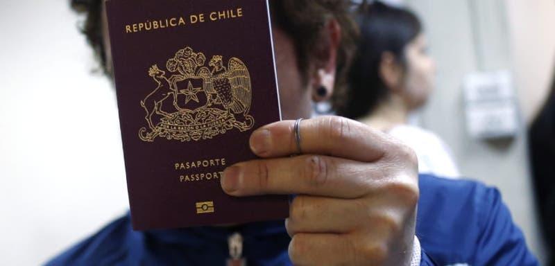 """Pasaporte chileno es considerado el """"más poderoso"""" de América Latina: En qué lugar figura este 2021"""