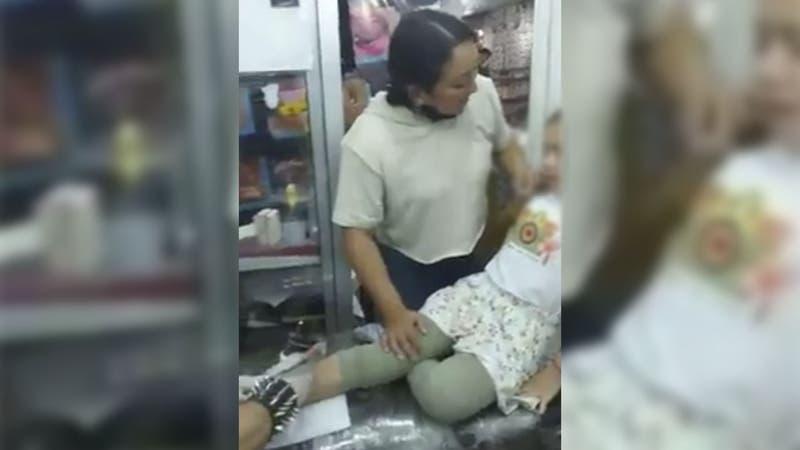 """Madre obliga a su hija de 9 años a tatuarse: """"entre más respires, más te duele"""""""