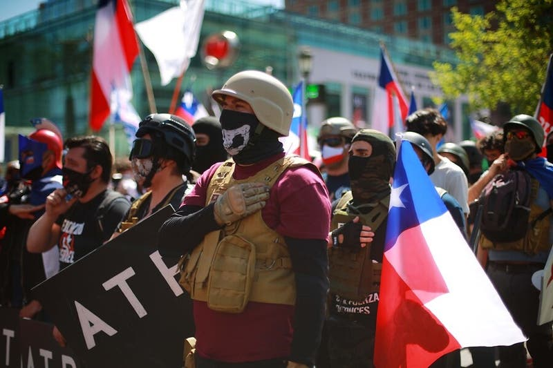 Detienen a miembro de grupo de extrema derecha por disparar perdigones contra manifestantes
