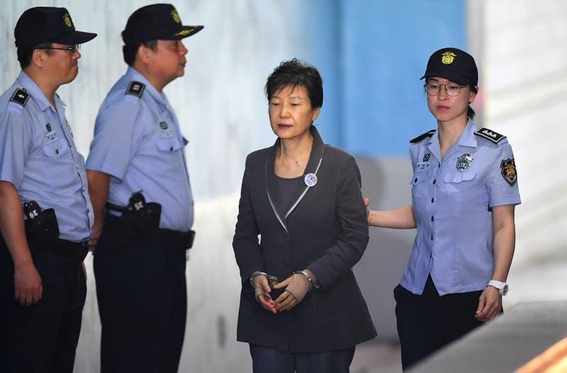 Corea del Sur ratifica condena pena de 20 años de cárcel para ex Presidenta