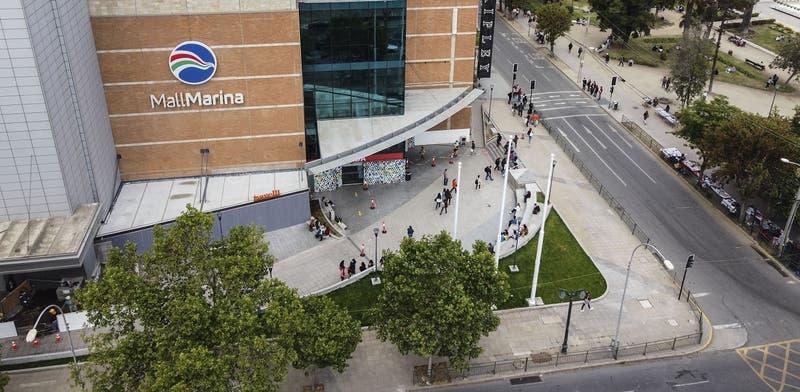 Seremi de Salud Valparaíso prohíbe funcionamiento de tienda en mall Marina Arauco por aglomeraciones
