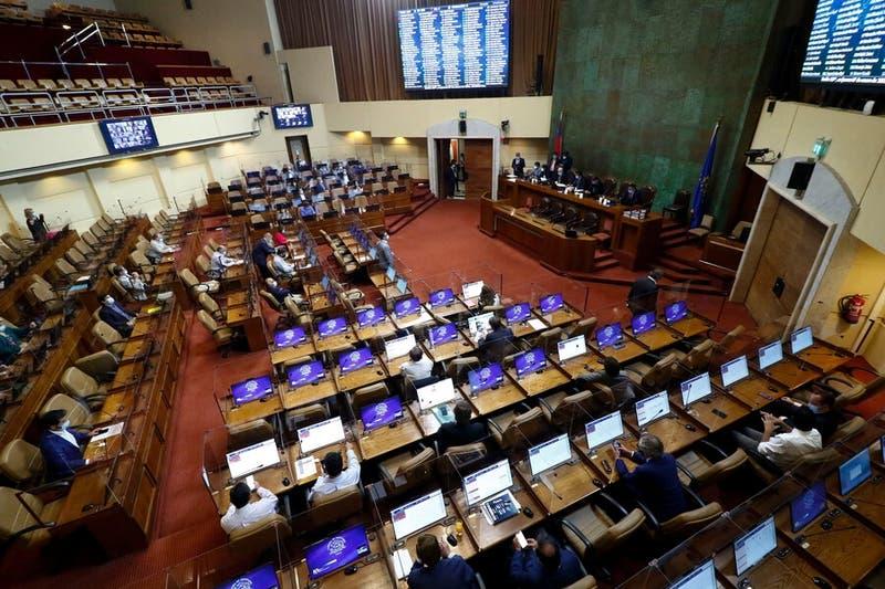 Diputados aprueban proyecto que sanciona acoso sexual en la educación superior