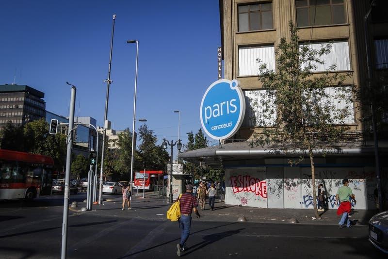 Cencosud bajará la cortina de histórica tienda Paris ubicada en la Alameda
