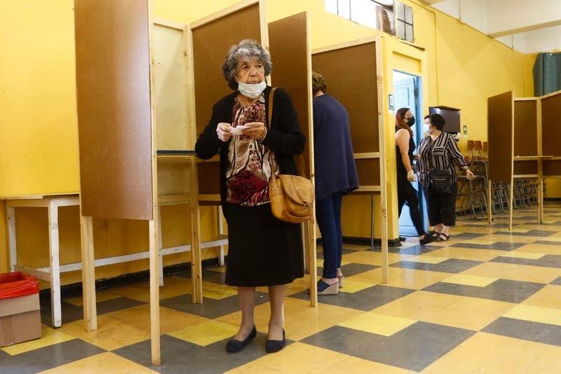 Gobierno presenta proyecto para voto anticipado pero no considera a personas en cuarentena