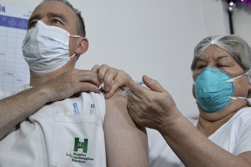 Argentina amplía aprobación de vacuna Sputnik V para mayores de 60 años
