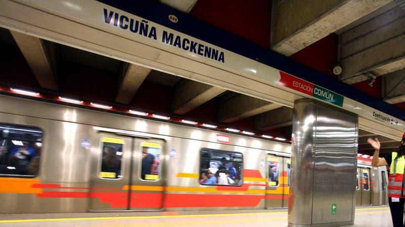 En prisión preventiva quedó sujeto acusado de acuchillar a funcionaros del metro