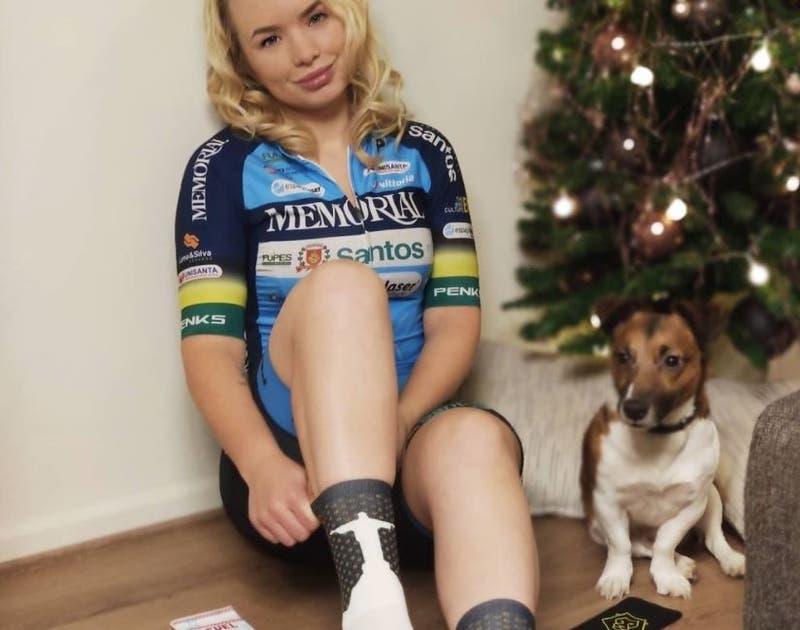 Ciclista Tara Gins denuncia veto por sus fotos sensuales