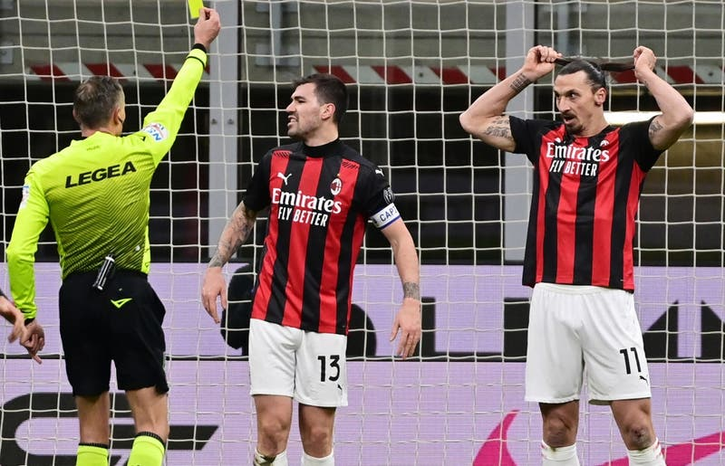 Árbitro del derbi Inter-Milan sufre lesión en medio del partido y debió ser reemplazado