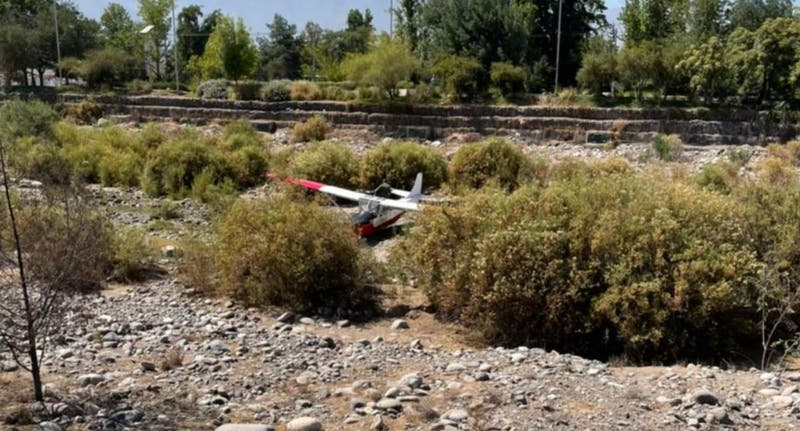 Aeronave cae al lecho del río Mapocho en Vitacura. Bomberos concurre al lugar.
