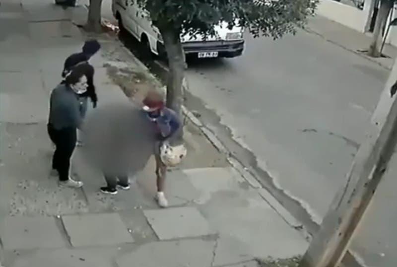 El traumático asalto a una madre y su hijo que quedó registrado en cámaras de Lo Prado