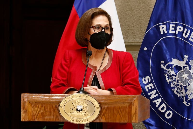 """Presidenta del Senado no descarta un tercer retiro de fondos de AFP ante """"debilidad"""" del gobierno"""