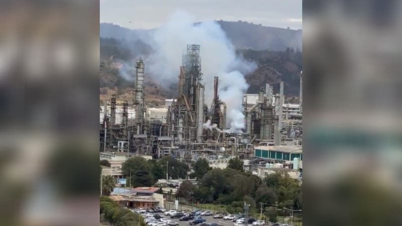 [VIDEO] Reportan fuerte explosión en zona industrial en Concón