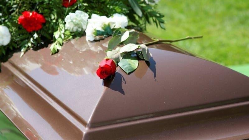 Anciano es dado por muerto, fue enterrado y su familia se enteró que seguía vivo días después