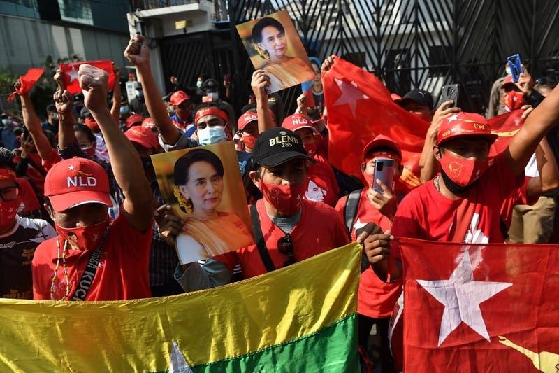 El ejército da un golpe de Estado en Birmania y detiene a Aung San Suu Kyi