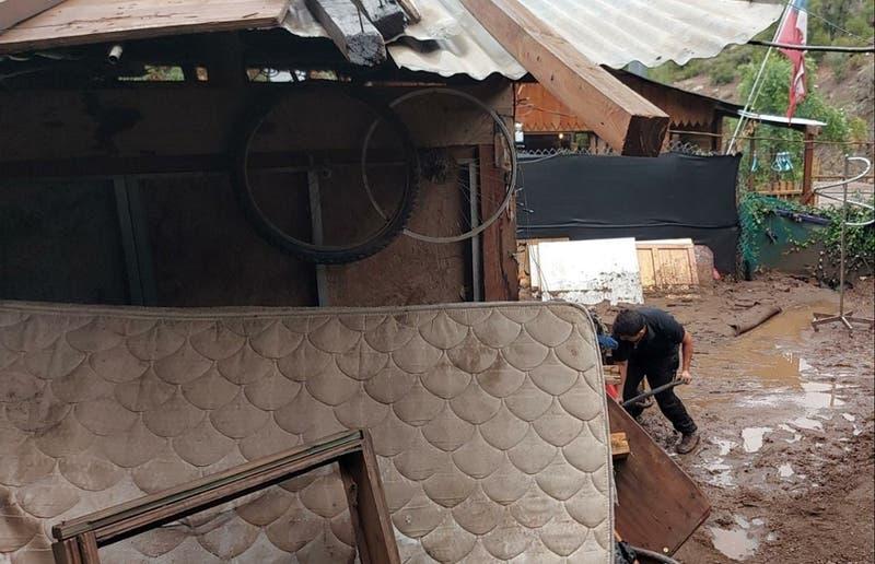 Alcalde de Lo Barnechea confirma 30 personas afectadas por aluvion en Farellones