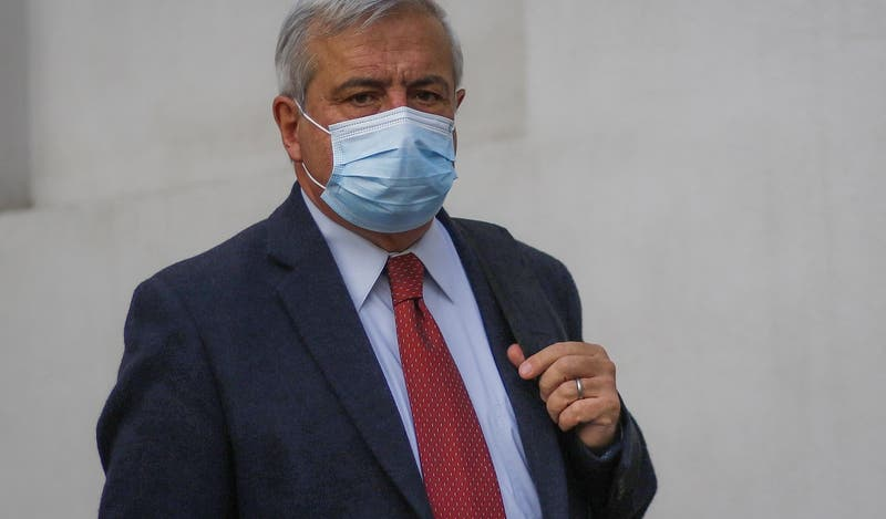 """Mañalich pide """"comprensión y calma"""" en víspera de inicio de vacunación contra el COVID-19 en Chile"""