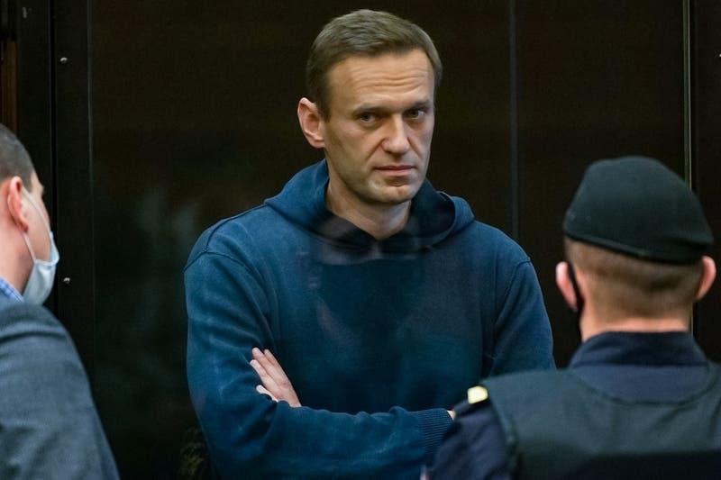 Tribunal ruso condena a opositor Navalny a 3 años y medio de cárcel