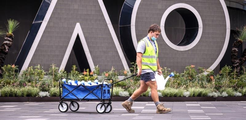 Centenares de tenistas del Abierto de Australia son aislados tras caso de COVID-19 en hotel