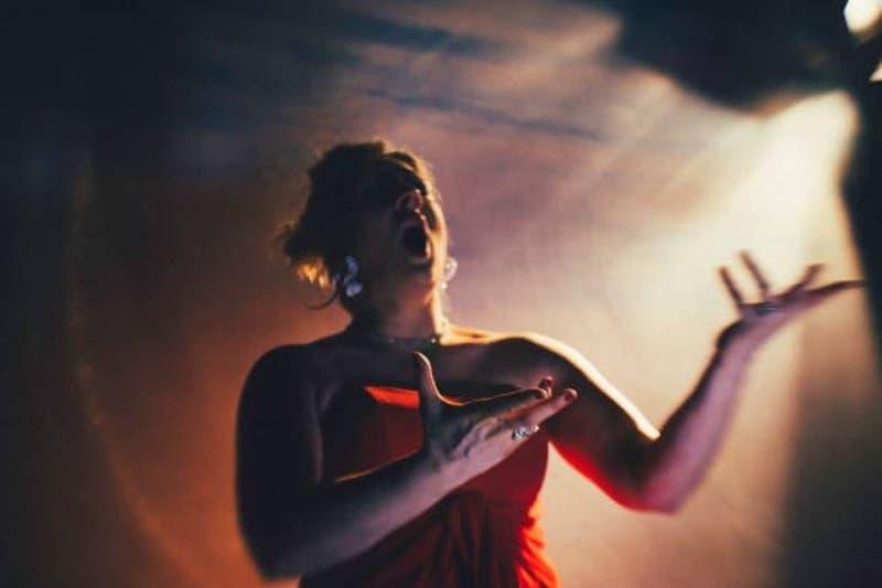 Reino Unido: cantantes de ópera ayudan a enfermos de COVID-19 a respirar mejor
