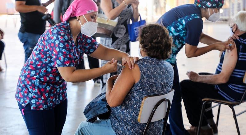 Vacunación masiva por COVID-19: ¿Cuándo se verán los efectos de la vacuna en Chile?