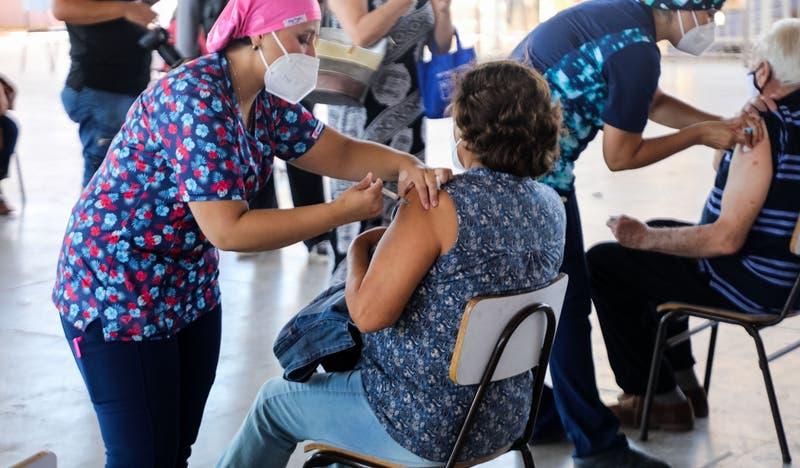 Pfizer, Sinovac y AstraZeneca: diferencias y lo que debes saber de vacunas contra COVID-19 en Chile