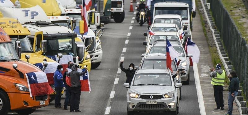 """Camioneros del sur amenazan con bloquear carreteras si """"Presidente no toma medidas"""" por ataques"""