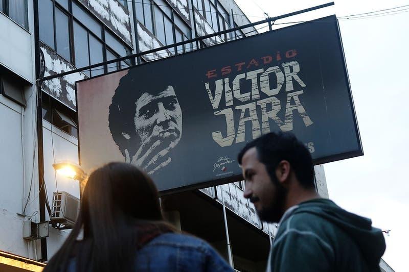 Municipalidad de Pudahuel cambia nombre de calle Jaime Guzmán a Víctor Jara