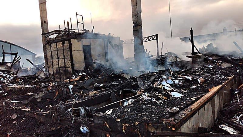 [FOTOS] Así amanecieron los edificios incendiados en Panguipulli tras la muerte de malabarista